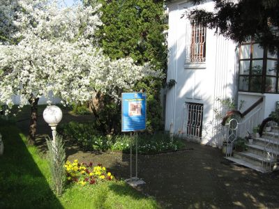 Двора на музея - Къща музей Петя Дубарова - Бургас