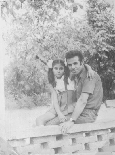 Петя на 10 години с баща си - Къща музей Петя Дубарова - Бургас
