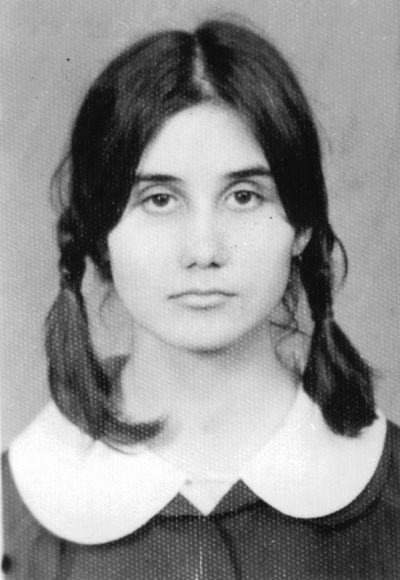 Петя на 16 години - ученическа снимка - Къща музей Петя Дубарова - Бургас