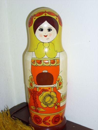 Руска кукла - матрьошка / в стаята на Петя / - Къща музей Петя Дубарова - Бургас