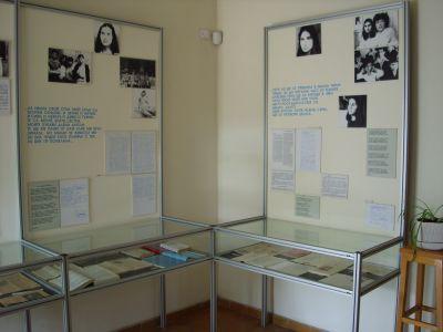 Зала от музея - Къща музей Петя Дубарова - Бургас