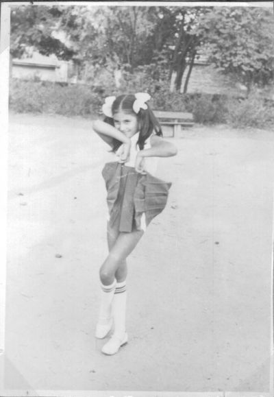 Петя на 10 години-танцува - Къща музей Петя Дубарова - Бургас