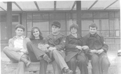 На екскурзия в Сливен.Петя е втората отляво надясно.Отдясно на Петя - Владимир Ганев, отляво - Иван Тиберков. - Къща музей Петя Дубарова - Бургас