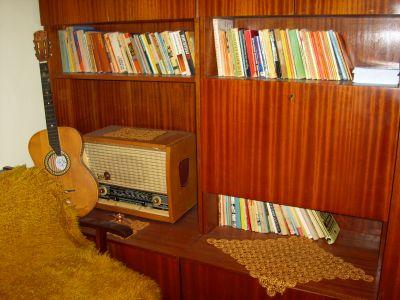 Библиотеката на Петя с наредени лични нейни книги - Къща музей Петя Дубарова - Бургас