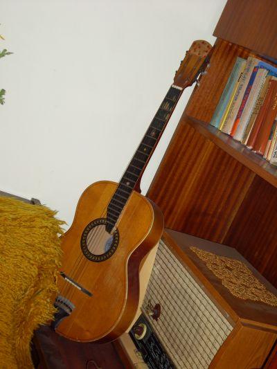 Личната китара на Петя - Къща музей Петя Дубарова - Бургас